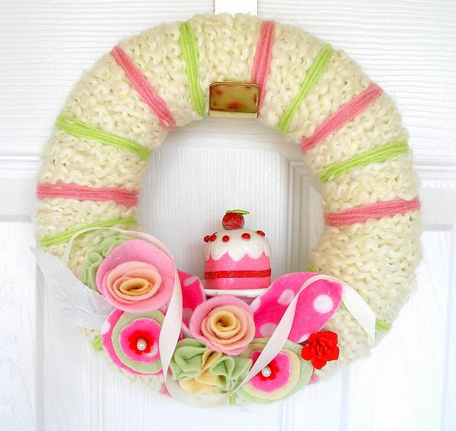 Декоративный венок на дверь: 25 идей
