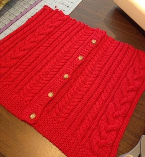 Подушка из старого свитера за 10 минут