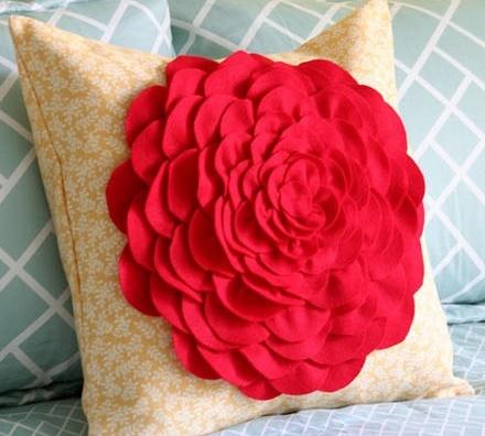 Декор для подушки в виде цветка пиона