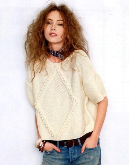 Женский объемный пуловер с ромбом