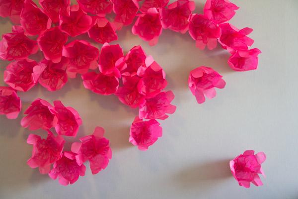 декор для дома, настенные украшения, поделки из бумаги, праздничный декор, украшения своими руками для дома, декор стен бумажными цветами