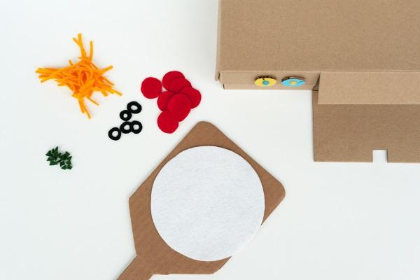 igra-dlya-detej-iz-kartona-i-fetra (1)