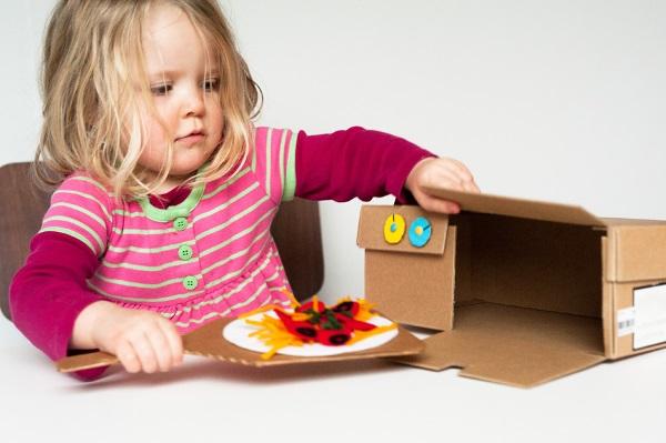 igra-dlya-detej-iz-kartona-i-fetra (6)