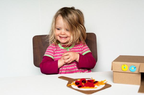 igra-dlya-detej-iz-kartona-i-fetra (7)