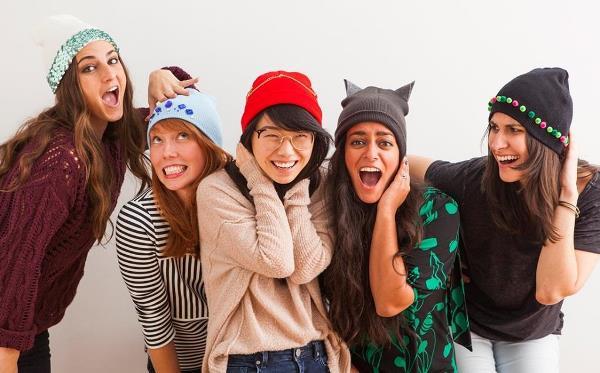 16 вариантов как украсить шапку