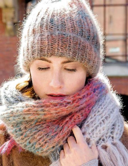 Вязаный комплект - шапка и шарф из мохера