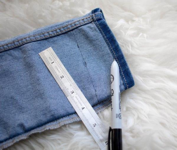 Как обрезать джинсы модным способом