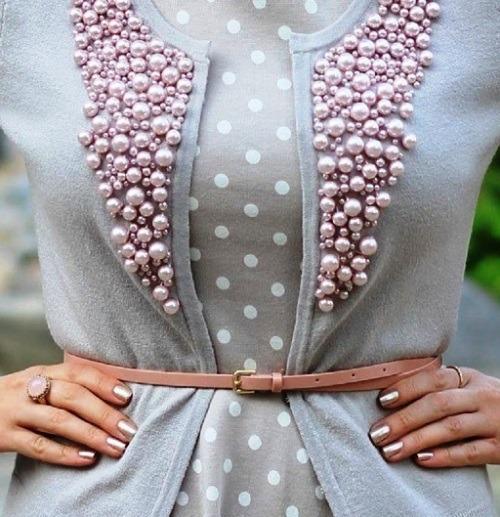 Одежда, украшенная бусинами жемчуга