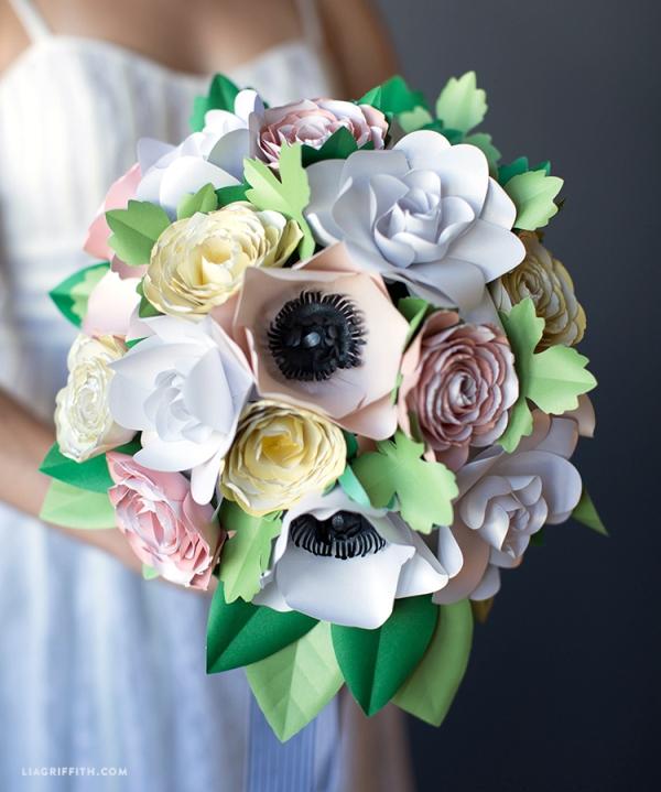 Красивый букет из бумажных цветов