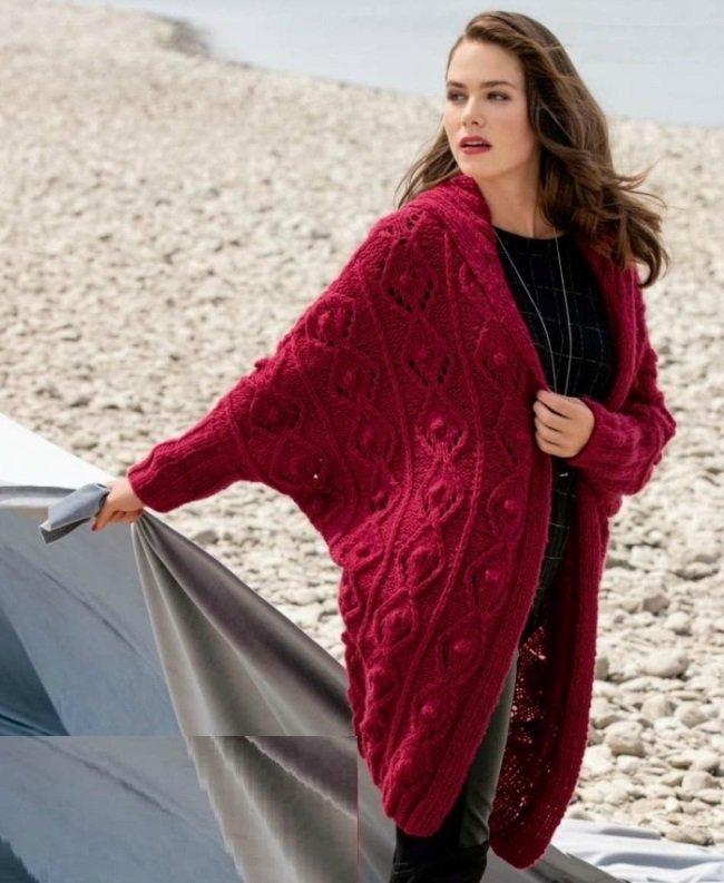 Вязаный кардиган-пальто с капюшоном
