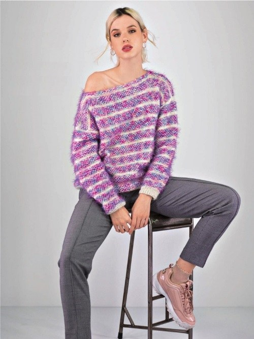 Меланжевый пуловер в полоску