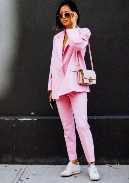 StreetStyle: 50 модных образов с белыми кроссовками