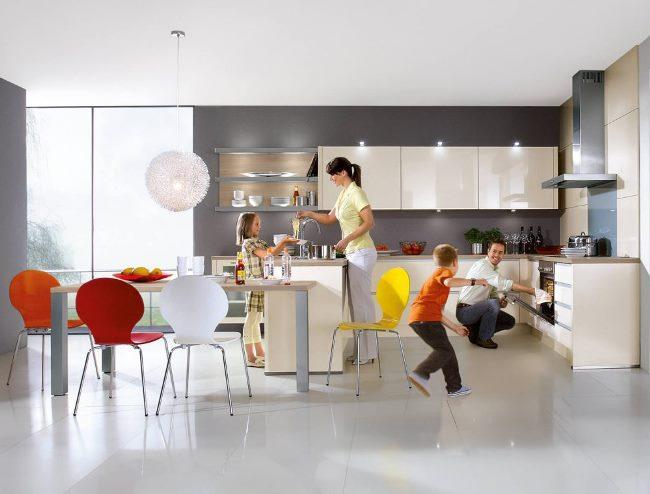Красивая мебель для кухни - счастливая семья!