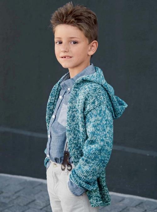 Вязание для мальчиков: кардиган-накидка с капюшоном