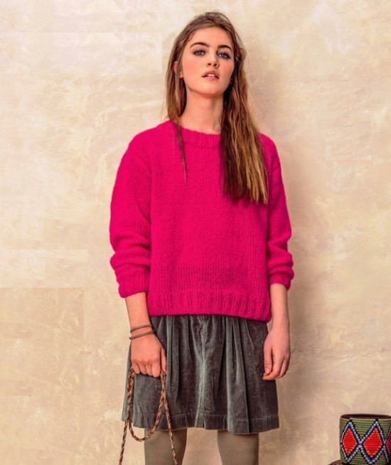 Вязание спицами: простой пуловер цвета фуксии