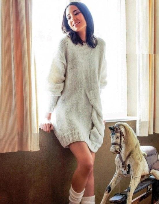 Платье-пуловер с объемной косой