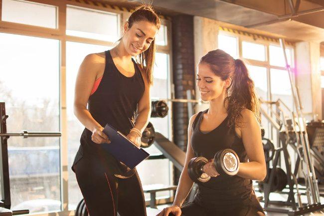Где пройти обучение профессии фитнес-тренера