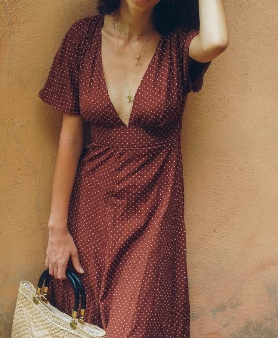 Летнее платье с глубоким вырезом