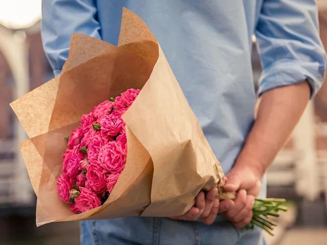 Какие цветы подарить на праздник и не только