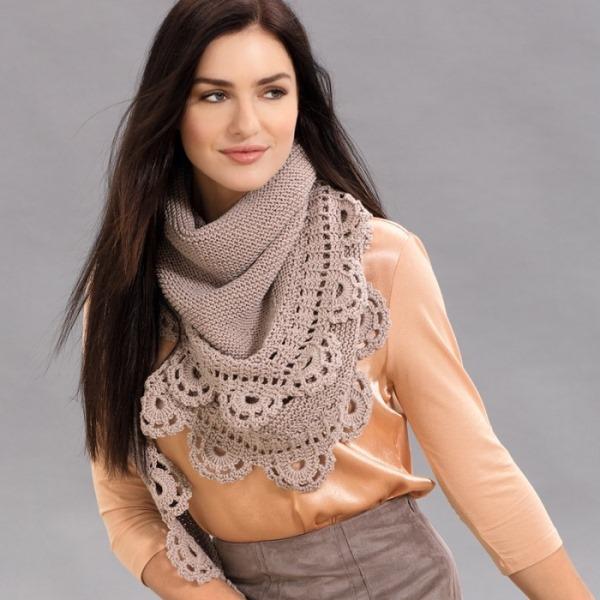 Красивый вязаный платок с кружевной каймой