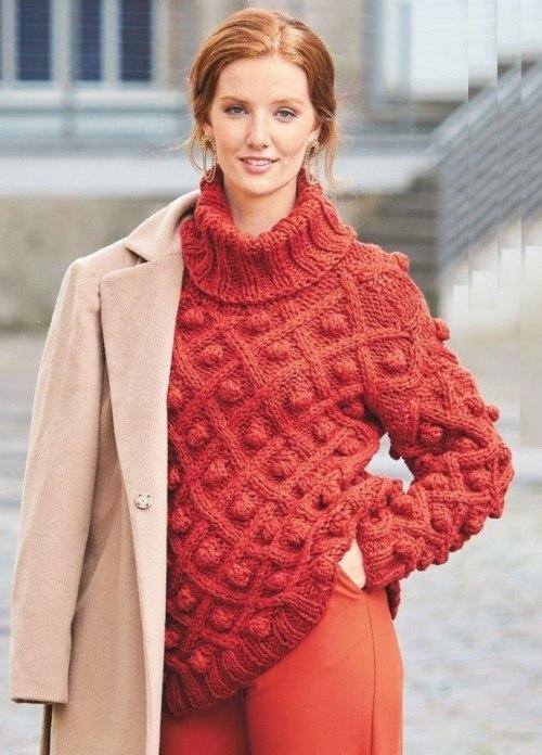 Пуловер крупной вязкой с шишечками
