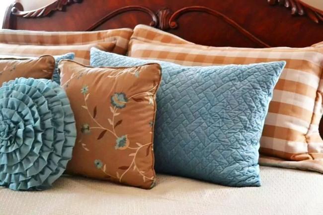 Как сшить декоративную подушку и покрывало начинающим