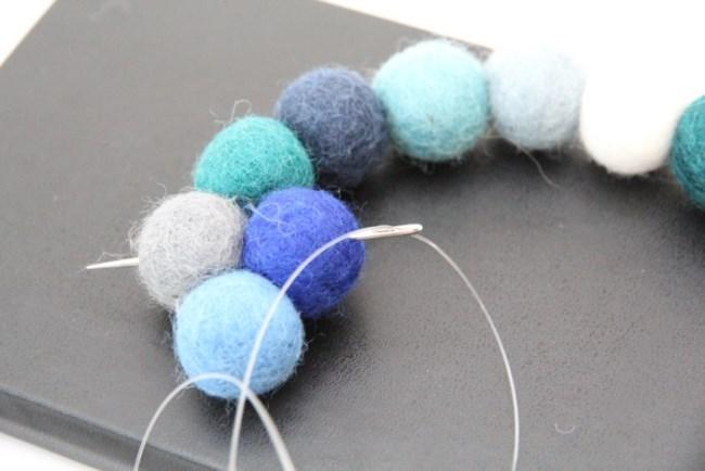 Стильные коврики из войлочных шариков