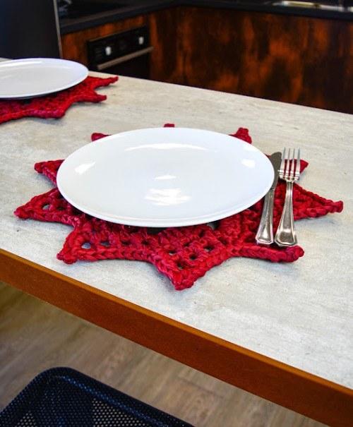 Необычная салфетка-подставка для сервировки стола