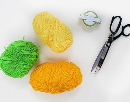 необычные помпоны, поделки из ниток, полезные мелочи своими руками